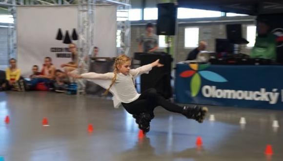 Facebook: niña rusa parece volar sobre sus patines [VIDEO]