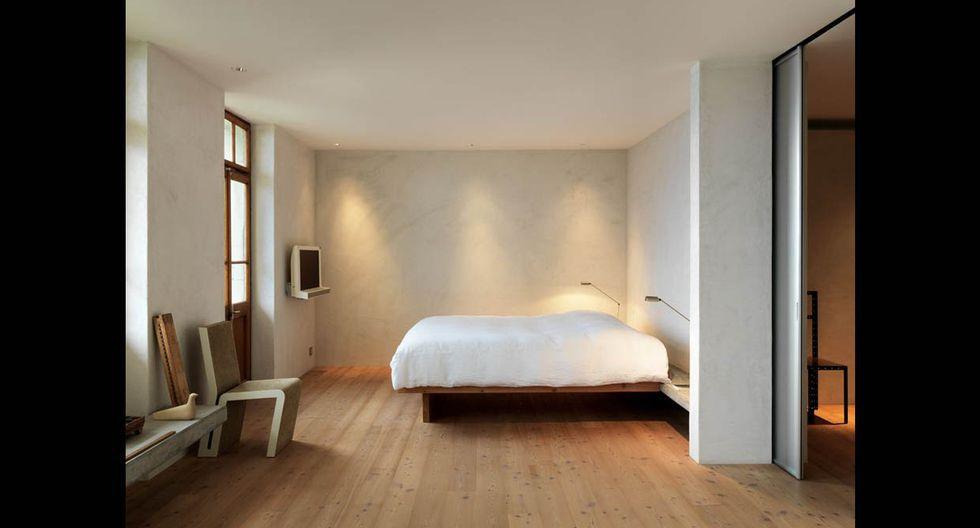 El dormitorio principal fue estratégicamente ubicado en el centro de la casa. (Foto: Lionel Henriot / ralphgermann.ch)
