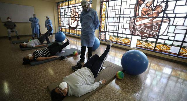 El hospital Dos de Mayo inició las terapias con sus trabajadores. (Foto: Britanie Arroyo)