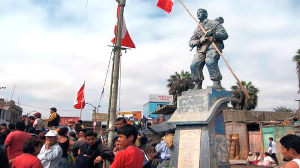 Wilson Cisneros Cabos, suboficial del Ejército muerto en 1995 en la guerra con Ecuador, cuyos restos habrían sido hallados recientemente en el Cenepa, nació en 1966 en Chimbote (Áncash). Terminado el conflicto, se erigió un monumento en su honor, pero ahora luce abandonado y en mal estado (Foto: Laura Urbina)