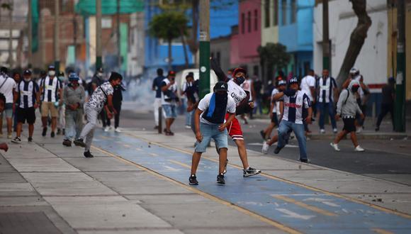 Barristas de Alianza Lima protagonizaron disturbios en el área cercana al Estadio Nacional. (Fotos: Leandro Britto / @photo.gec)
