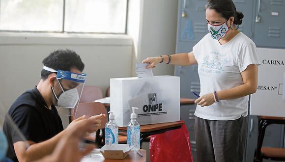 La ONPE indicó que al promediar las 11:30 p.m. del domingo 6 de junio se darán los primeros resultados de la segunda vuelta | Foto: Mario Zapata / @photo.gec