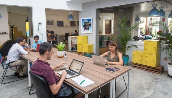 Los espacios colaborativos o 'coworking' han ganado terreno en el mercado de oficinas corporativas y tras la crisis provocada por el coronavirus, podría ser uno de los segmentos con mejores perspectivas en el rubro inmobiliario.