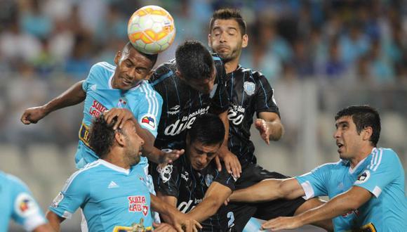 Cristal vs Racing se enfrentan nuevamente en Copa Libertadores después de seis años | Foto: EFE / Archivo
