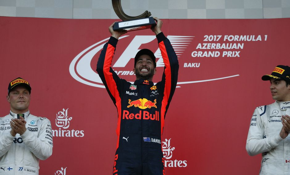 Daniel Ricciardo se benefició del caos imperante en la carrera y conquistó el Gran Premio de Azerbaiyán. (Foto: Reuters)