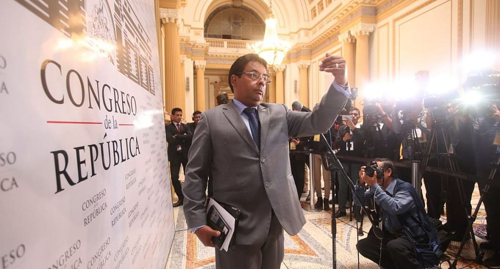 El presidente de la Subcomisión de Acusaciones Constitucionales, César Segura, confirmó el cambio de fecha en conferencia de prensa. (Foto: Juan Ponce/ El Comercio)