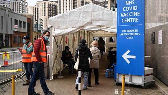 Imagen de la vacunación masiva en Londres, Reino Unido. (Foto: EFE)