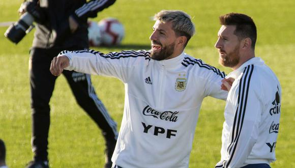 El mensaje de Sergio Agüero a Lionel Messi en plena pelea tras el Argentina-Bolivia. (Foto: AFP)
