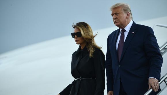 En esta foto de archivo, tomada el pasado 11 de septiembre de 2020, el presidente estadounidense Donald Trump y la primera dama Melania Trump regresan a la base conjunta Andrews en Maryland. (Brendan Smialowski / AFP)