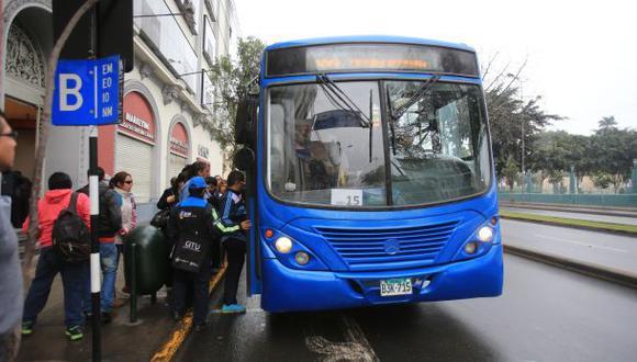 Buses del corredor azul transportan a 196 mil pasajeros al día