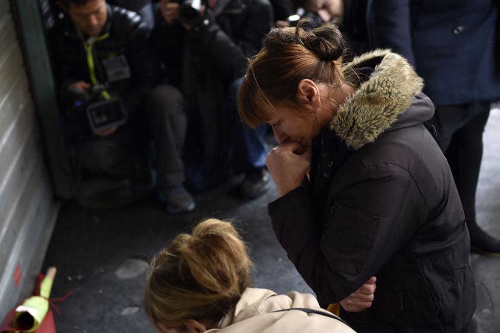 El llanto de París tras los terribles ataques terroristas - 6