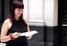 "Becky Urbina recita el poema ""Licencia post natal"""