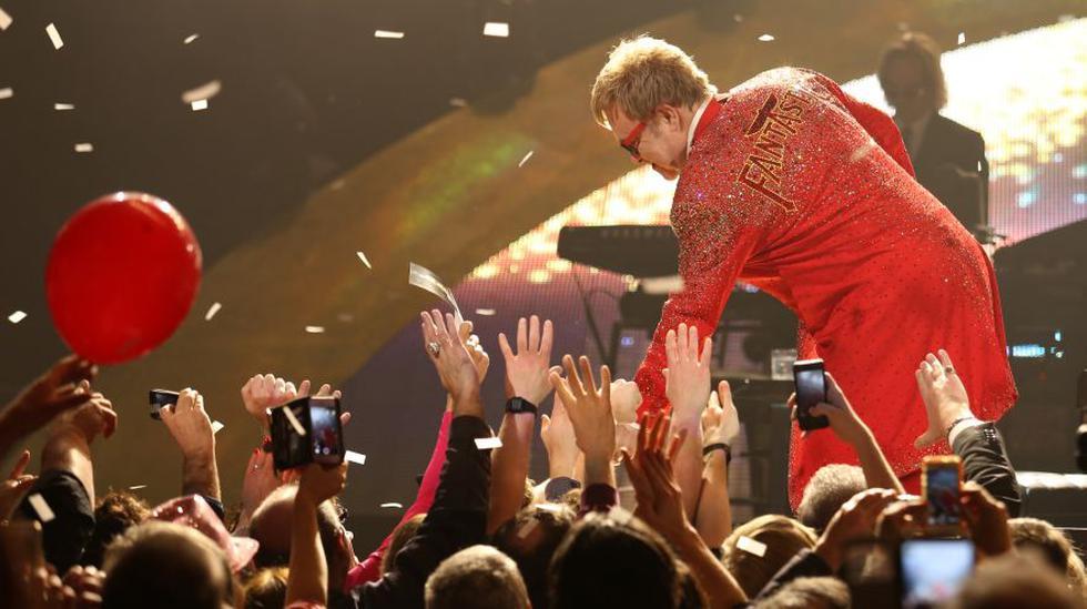 Elton John ha decidido alejarse de los escenarios para dedicarse a su familia, sobre todo a sus hijos.  (Foto: Agencia)
