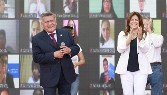 """""""El espectáculo de Acuña y Omonte es vergonzoso. Debería servir al elector peruano para hacer algunos descartes en sus preferencias"""". (Foto: APP)."""