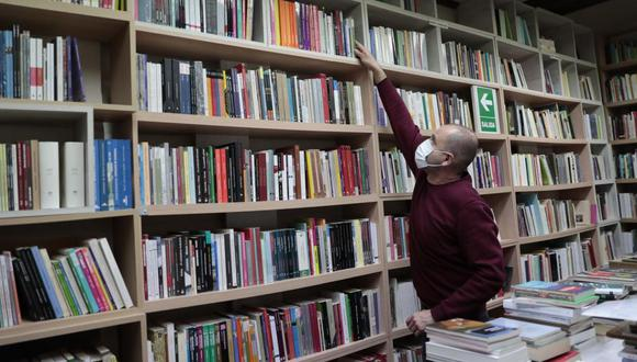Carlos Carnero alumbró Inestable como un stand en la Feria del Libro del 2010. Meses después se instaló en la calle Porta, donde hasta hoy permanece. (Foto: Hugo Pérez)