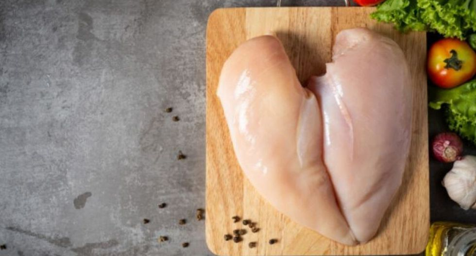 Conoce los errores más comunes al momento de cocinar pollo  (Foto: Freepik)
