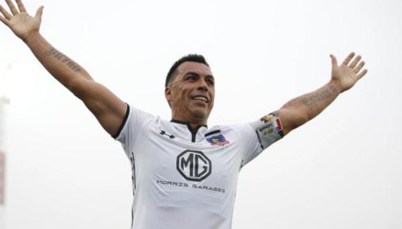 Colo Colo compartió video de despedida para Esteban Paredes.