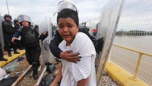 Mario Castellanos fue uno de los primeros en cruzar la frontera entre Guatemala y México en medio de un gran despliegue policial. (Foto: JORGE CARBALLO/MILENIO DIARIO)