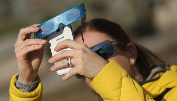 Proteger la lente de la cámara o celular es importante, pero tus ojos también. (Foto: Getty Images)