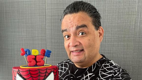 El actor cómico Jorge Benavides fue agasajado con una reunión sorpresa por su cumpleaños. (Foto: @jbjorgebenvides)