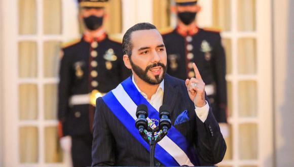 El presidente salvadoreño Nayib Bukele dando un discurso el día del bicentenario de la independencia de Centroamérica, en la casa presidencial, San Salvador. (Foto: EL SALVADOR'S PRESIDENCY PRESS OFFICE / AFP).