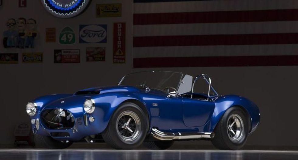 6. Shelby Cobra 427 Super Snake (1966). Una obra maestra que llegó a manos de Carroll Shelby. Este ejemplar con motor V8 de 7.0 litros y 485 hp se vendió por US$ 5.4 millones.