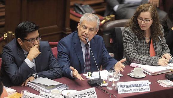 El primer ministro César Villanueva y el ministro Vicente Zeballos se presentaron ayer por la tarde ante la Comisión de Constitución para exponer sobre la bicameralidad. (Foto: Hugo Pérez)