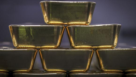 El dólar ganaba un 0.3% frente a una cesta de seis destacadas monedas, encareciendo al oro para los inversores tenedores de otras monedas. (Foto: AFP)