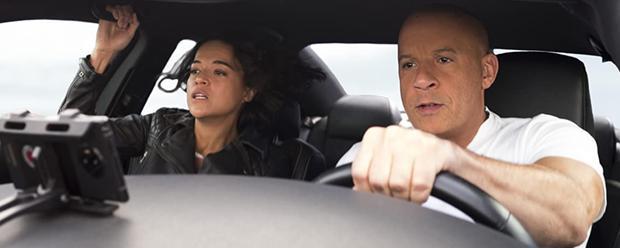 """Michelle Rodríguez y Vin Diesel en una escena de """"F9""""."""