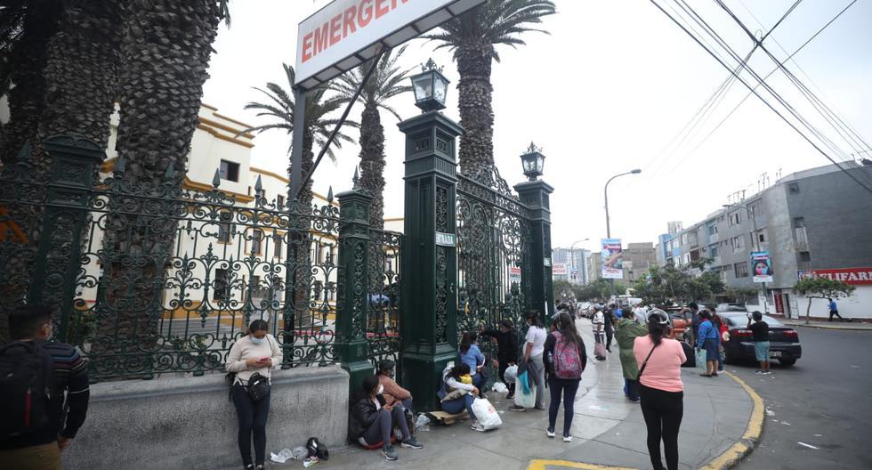 El desastroso estado del sistema de salud peruano, evidenciado por la pandemia, será uno de los principales retos que deberá asumir quien gane las elecciones presidenciales de abril.