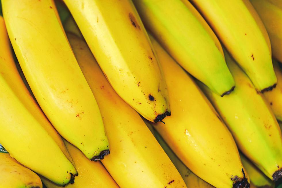 Si los plátanos se compran un poco verdes, se puede esperar unos días a que alcancen su punto, pero hay un truco para acelerar el proceso. (Pexels)
