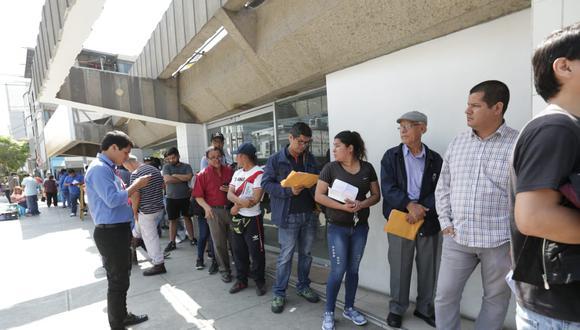 Touring aclaró que la demora en la atención responde al apagón informático realizado con el MTC. (Fotos: Anthony Niño De Guzmán)