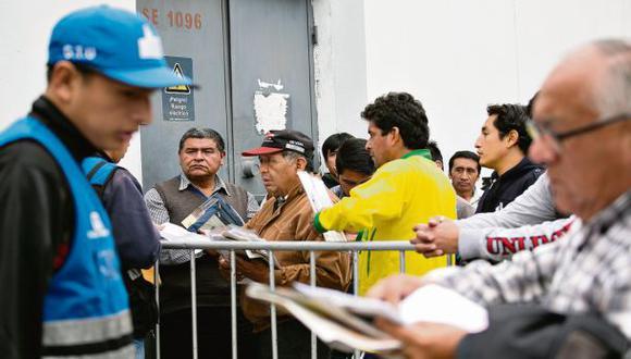 Municipio de Lima pide prorrogar renovación de placas de taxis