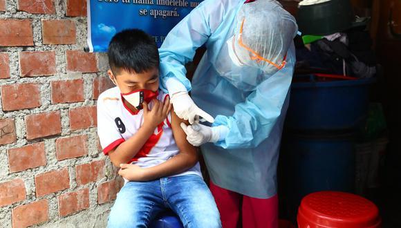 Brigadas del Ministerio de Salud recorren 120 manzanas a la redonda de la casa donde vive la primera niña contagiada con difteria tras 20 años de no presentarse casos en Perú. Especialistas buscan más casos y vacuna a los no inmunizados (Foto: GEC/Hugo Curotto)