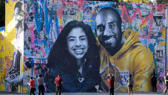 Kobe Bryant y su hija Gianna fallecieron en un accidente aéreo en California en enero pasado. (AFP)
