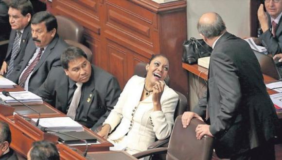 Gana Perú prepara blindaje para Uribe en la Comisión de Ética
