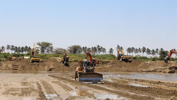 Las actividades de descolmatación de los ríos Piura y Chira han sido seriamente cuestionadas por Contraloría y otros entes técnicos. (Foto: Ralph Zapata)