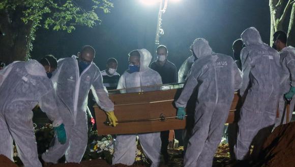 Brasil registra récord mensual de 66.573 muertes por coronavirus en marzo. (Foto: Miguel SCHINCARIOL / AFP).