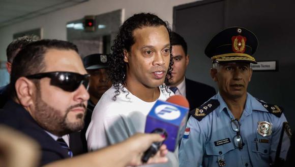 Las críticas a Ronaldinho llegaron desde Brasil y de dos ex mundialistas con la 'Canarinha'. (Foto: EFE)