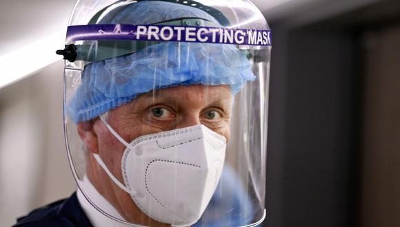 Lo mejor es combinar el uso de mascarilla con escudo protector. En la imagen vemos al rey Felipe de Bélgica, con una mascarilla y un protección facial. (Foto de archivo: AFP)