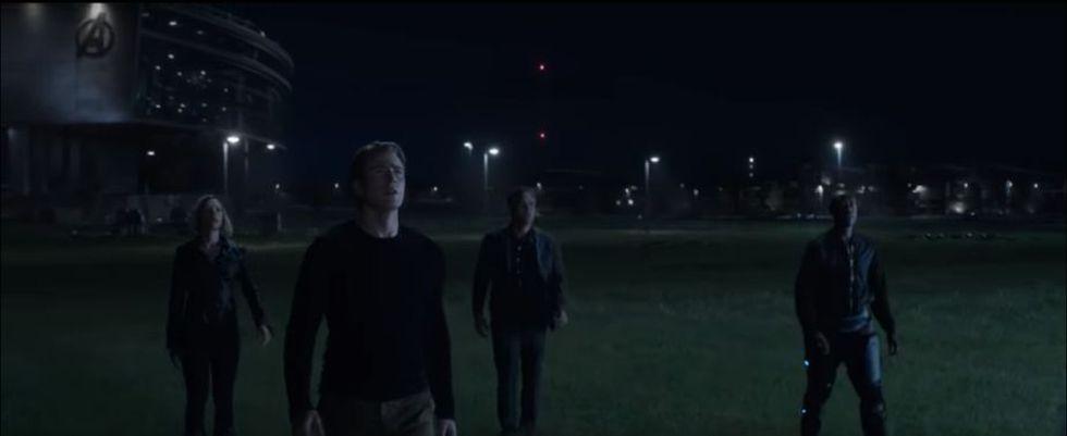 Los Vengadores que sobrevivieron en la Tierra se unieron y parece que están viendo a alguien llegar (Foto: Avengers: Endgame / Marvel Studios)