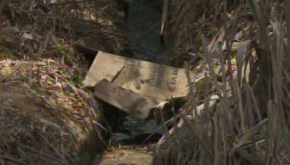 Aparentemente, el hombre fue asesinado a balazos y luego arrojado a esa zona. (Foto: Captura/América Noticias)