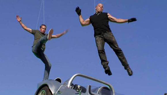 """Una de las escenas más llamativas de la quinta entrega de """"Rápidos y furiosos"""" tiene como protagonistas a Vin Diesel y Paul Walker, así como un Chevrolet Corvette Grand Sport de color gris con el que saltan al vacío (Foto: Universal Pictures)"""