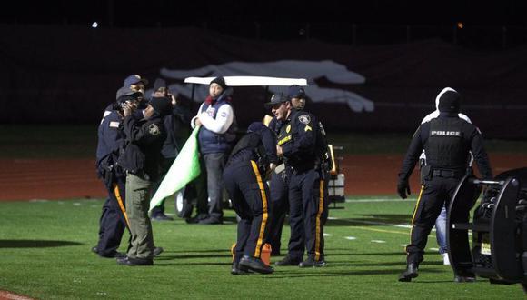 Las autoridades de Nueva Jersey informaron que hubo disparos de arma de fuego durante un partido de fútbol americano en una secundaria el viernes por la noche. (Foto: AP)
