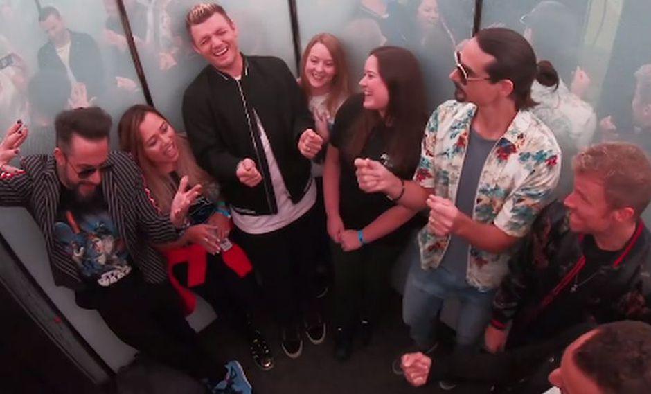así fue la sorpresa que los Backstreet Boys  le dieron a sus fans en un edificio de Nueva York. (Facebook)
