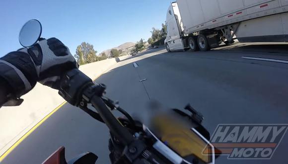 El motociclista salvo por muy poco su vida