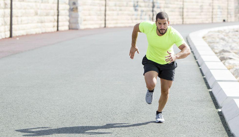"""La distancia recomendada para un runner novato es de 10 a  20 kilómetros a la semana. """"Pueden iniciarse con unos 20' a 30' minutos de ejercicio, entre caminar y correr"""", señala Walter Takano, coach de Intense Running."""