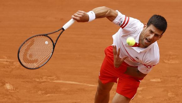 Novak Djokovic avanza en Roland Garros tras el retiro del joven Lorenzo Musetti. (Foto: EFE)