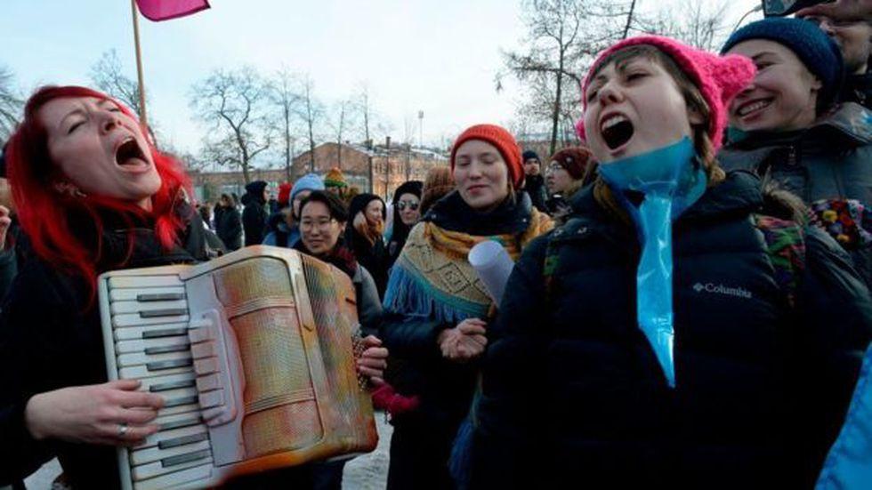 Las mujeres rusas viven 10 años más que sus compatriotas hombres. (Foto: Getty)
