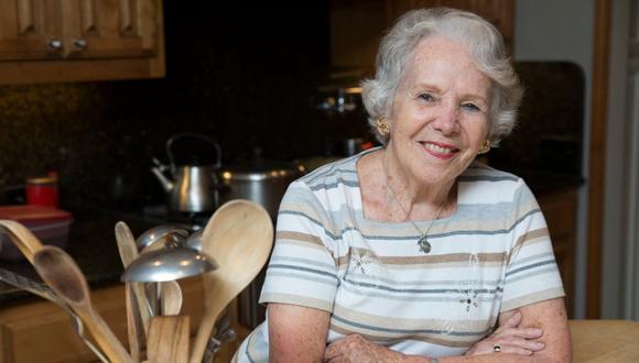 Desde que apareció por primera vez en la pantalla chica, hacia la década del sesenta, gracias a la sugerencia de su madre y su suegra (ambas grandes cocineras), nunca hubo marcha atrás. Los peruanos aprendimos junto a ella a armar el menú diario.